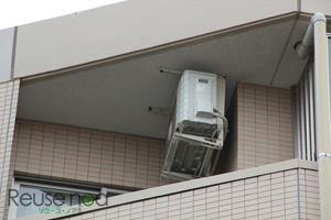 天井に吊り下げてる室外機1