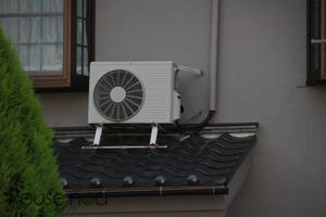 窓の近くの屋根置き室外機3