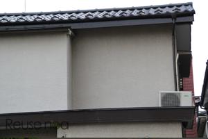 窓の近くの屋根置き室外機4